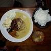 【wacca】関目で頂くクセのあるジューシーラムバーグとコルマカレー!スパイスおかずや豚汁と合わせて頂く定食がおいしい!