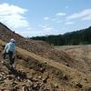 鉱石採集 秋田の荒川鉱山のズリ山で水晶を採取してきた