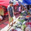 【タイ一人旅】片道3時間・75円で鉄道旅!メークロン市場の風景