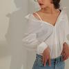 抜き襟シャツを綺麗に着こなす!大人女子コーデでだらしないを解決