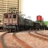 ED17重連の牽引する27両貨物列車