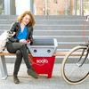 バス待ちの間にスマホ充電できる「スマートベンチ」がニューヨークで導入決定