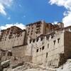 インドのレー、王宮とストゥーパを見に行くためにハアハア言いながら坂を登る