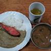 紅鮭トッピングカレーと味噌汁