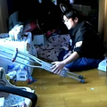 よっさんが転んで左足が動かなくなり松葉杖に…(動画あり)