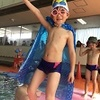 プールでファッションショー