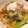さっぱりほっこり こま肉の野菜炒め サンラータン風 大根おろし添え