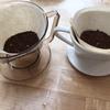 コーヒー 瀬戸物ドリッパーとプラスチックドリッパー
