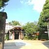 日傘が欲しいほど眩しい太陽 青空と南泉寺の新緑