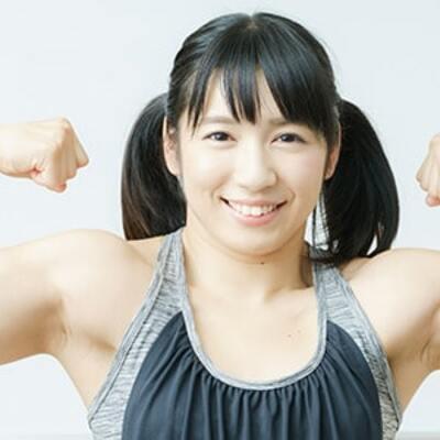 「ムキカワ」筋肉アイドル才木玲佳が伝授! オフィスdeできる「ながら筋トレ」