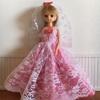 ピンクのレースのドレス