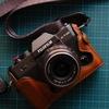 富士フィルムX-T30にKazaの本革ハーフケース装着
