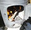 薪ストーブでごはん炊き。今日はつや姫と鰻で豪華に昼食でした。