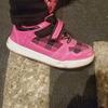 嫁が娘に買った子供用の光る靴が幼稚園で大人気!歩くと光ります