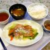 蒸し鶏の胡麻醤油ソース