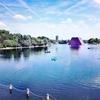 公園に出現した《ロンドン・マスタバ》クリスト&ジャンヌ=クロードのアートプロジェクト:街の中の現代美術