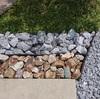 砂利と割栗石とコンクリ-トと植栽でデザインを……