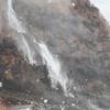 垂水の滝で強風で水が吹き上げられる現象「逆さ滝」&荒波にもまれて白い泡状になる「波の花」が発生しました