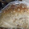 パン屋さんで高価なパンを買う。