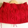 真っ赤なアラン模様のネックウォーマー、編みあがり
