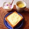 チーズトースト、バナナヨーグルト、コーンスープ。