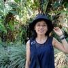 背景はサンホセの熱帯植物