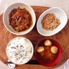 肉野菜炒め、小粒納豆。