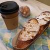 勾当台公園駅から徒歩5分 UP!BAKER定禅寺通り店 で焼き立てパンとコーヒーを楽しむ。
