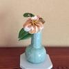 青磁の花瓶に枯れ行く花
