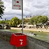 立ちションは、フランスの文化か?パリで、悪臭被害に耐え兼ね、丸見え公衆便所を設置!