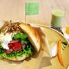 横浜・TSUBAKI食堂「18区丼」5月前半「横濱ビーフの瀬谷バーガー」瀬谷区まるごとかぶりつき