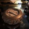 浄土真宗は仏壇の香炉に線香を手向けますときは、寝かせて手向けます。