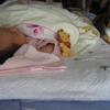 2009年4月18日 生後1か月の初孫とごまちゃん