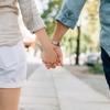英語では「付き合って」とは言わない?文化の違いと「付き合う」の言い方