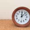 【目覚まし時計】木製だから部屋に置いてもインテリアの邪魔にならない [FiBiSonic]