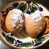 殻に塩をまぶしたゆで卵について