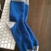 編み物初心者が手編みの靴下を父へプレゼントする。見せたくなるほどかわいい手編みのくつしたのおかげ。