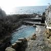 湯舟の先はすぐ海。1300年以上の歴史がある温泉、崎の湯