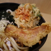 桜海老のミニかき揚げ天と夢カサゴ天うどん。新宿西口「箱根そば」