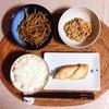 焼き鮭、きんぴらごぼう、小粒納豆。