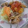 幸運な病のレシピ( 973 )昼:手羽先の白ワインとトマト煮 & チーズグラタン(小丸ジャガイモ)、人参サラダ(グレーターカット)、レストランポイポイ