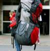 鞄に入りきらない荷物は背負わない方がいい・積みすぎにご注意