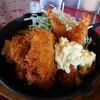白山市鹿島町にある洋食ビストロ福壱軒で、満足感ある日替わり定食(税込1,000円)。近くには河津桜が見どころなスポットも。