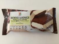 セブンの「チョコが濃厚なブラウニーサンド」が美味しい。儚い口溶けと王道の美味しさで魅了されて欲しい。