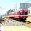 複線化になる前に出会った還暦の赤い電車