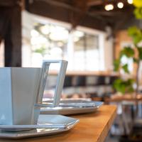 【金沢カフェ巡り】海を眺めながらのんびり過ごす時間もおみやげに。「ホホホ座金沢」!