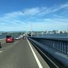 琵琶湖大橋を渡る、動くお寺「軽トラ観音堂」