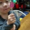 【子育て】2歳児に飴を与えるとすぐこうなるのが許せない!