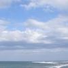週末ライフ。「岸に寄せる潮騒は海辺を潤す憩いの調べ。一瞬の晴れ間に輝く海岸通りに初夏の風が届いていました」の巻。