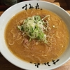 観光客に大人気の「すみれ 札幌すすきの店」で味噌ラーメンを食べる
